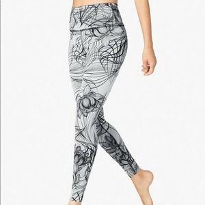 Beyong Yoga Medium Flip It Reverse It Lotus Floral Print Legging Grey Black
